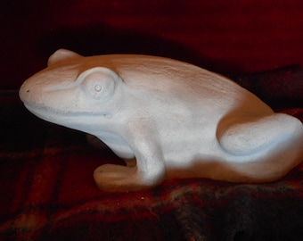 FROG Sculpture chamotte white metal