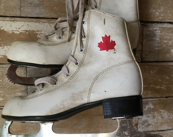 Vintage Canadian Flyers ice skates With Red Maple Leaf SZ 8 1/4