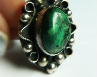 Sterling Silver Ring with Verde Stone -  Vintage Mexico / size 6.5