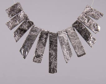 11pcs/strand Silver Titanium Red Aventurine Graduated Slice Beads Craft Neklace Set,Rough Stones Raw Gems Top Drilled Tusk Spike Pendants