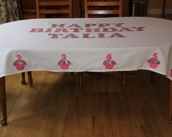 Personalized Heirloom Birthday Tablecloth with No Border and 10 Cupcakes