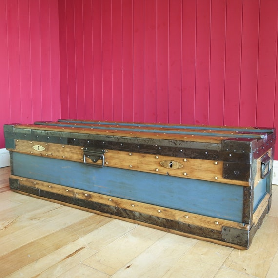 VINTAGE INDUSTRIAL CHEST Storage Trunk Coffee Table Mid Century Ww2 Military Footlocker Campaign Chest
