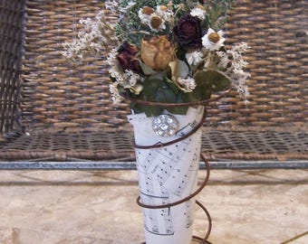 Dried flower bouquet, rusty spring,  primitive decor, country decor, farmhouse decor, kitchen decor