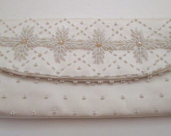 White Bead Clutch, Vintage White Bead bag, Bridal purse, envelope clutch, white purse, Wedding bag, evening bag, formal purse, pearl bag