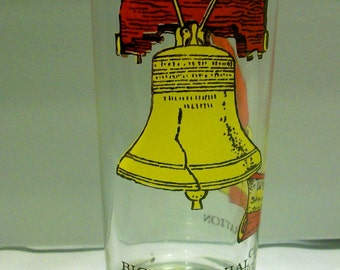 Bicentennial Glasses Paul Revere and Liberty Bell Set of 2 Glasses Circa 1976  bx3  82494052