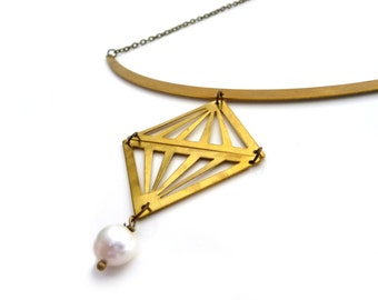 Gold brass triangle necklace with fresh water pearl - Fake diamond pendant - Geometric jewelry