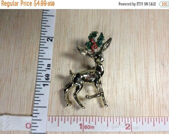 10%OFF3DAYSALE Vintage Old Gold Tone Pin Brooch Deer Fawn Bambi Holly Leaves Berries Used