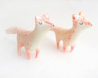 Miniatur-Keramik weiß mit roter Fuchs Form. Sofort lieferbar
