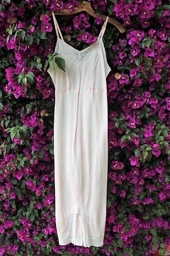 Small Pale Pink Vintage Slip/Rose sundress/Fairy Dress/Bohemian Goddess/Vintage Dress/Mad Men/Vintage Dress/1970 dress/Vintage Lingerie Pink