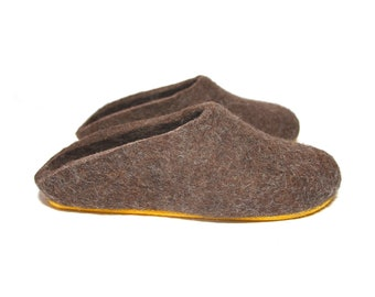 Brown Felted Clogs House Shoes, Mens Felt Slippers, Slip On Slippers for Women Clogs, Rustic Wool Slippers, Woodland Home Shoes Christmas