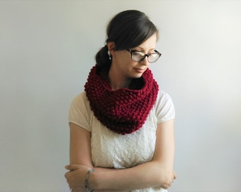 Chunky Knit Cowl // Knitted Cowl // Knit Scarf // Infinity Scarf