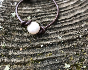 Single freshwater pearl bracelet