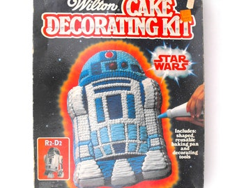 1983 Star Wars R2D2 Cake Decorating Kit Wilton Baking Pan Instruction Booklet Original Box Lucasfilm Ltd. Space Sci-Fi Action Adventure Gift