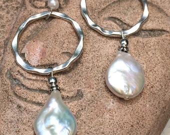 Pearl earring, dangle earrings, elegant, wedding jewelry, bridal, Silver and pearl, hoop earrings, hammered silver, long