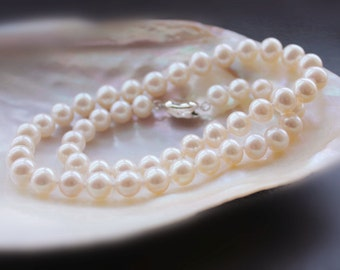 White freshwater pearl necklace 7.0 to 8.0 mm, AA+, round