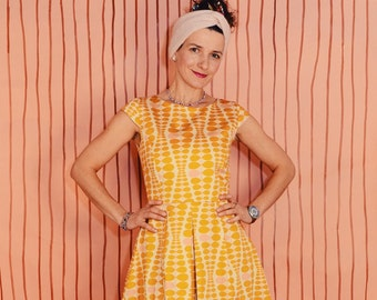 Daisykleid Little Mari mustard cream wrinkle dress dress with crease