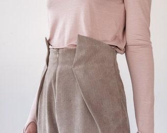 High-waisted velvet pants