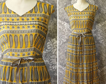 vintage 1950s dress <> 1950s cotton print dress <> 50s day dress <> vintage dress in yellow and gray