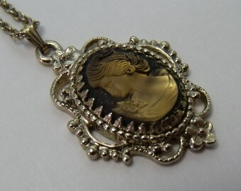 Vintage Necklace Cameo Pendant Gold Tone   FREE SHIPPING  j151
