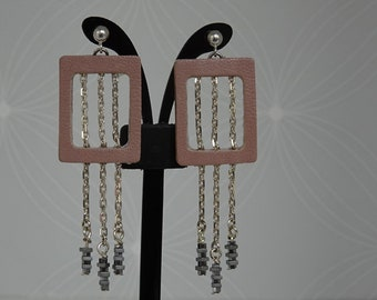 Rectangle earrings old pink leather with three chains falling, mounted on 925 silver ball stem