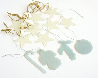 12 Vintage Glow In The Dark Christmas Ornaments Retro Glowing Plastic 1950s Christmas Tree Decoration White Stars Santa Holly Candy Cane