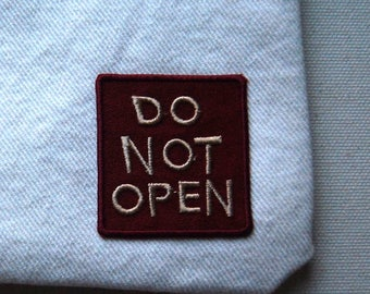 DO NOT OPEN lined white denim with green camo zipper pouch handbag purse with vintage maroon patch