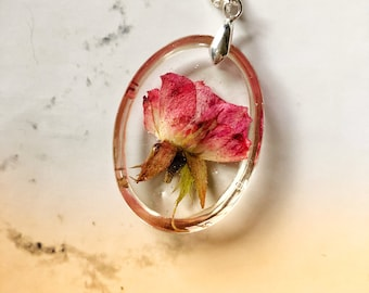 Pressed flower necklace, pressed rose, resin necklace, resin flower necklace, nature jewelry, vintage style, vintage inspired, victorian