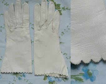 1950s white deerskin scalloped formal gloves
