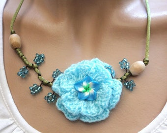 Blue Flower necklace in green satin cord and wool