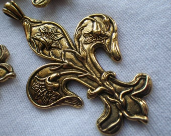 Fleur de Lis Art Nouveau Lilies Antique Golden Pendants 4 Pcs