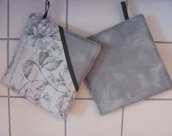 Pot flaps with grey/beige Flowers & Uni. 20 x 20 cm