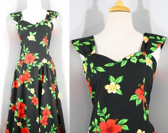 VOLUMP 1980s Black Hawaiian Dress by Royal Creations, Large to Extra Large | 80s Vintage Red Hibiscus Print Dress (L, XL, 44-42-60)