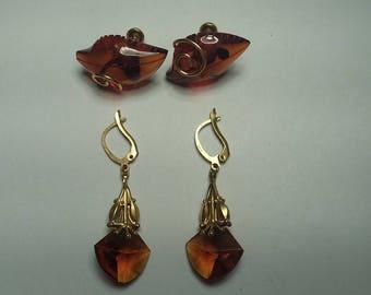 2 pairs of Earrings