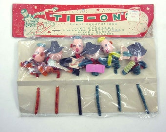 Vintage Spun Cotton Pipe Cleaner Christmas Package Tie Ons Holiday Decorations Carolers in Original Package Japan Kresge Sticker
