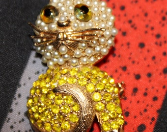 Tura Pearl and Rhinesone Kitty Cat Brooch