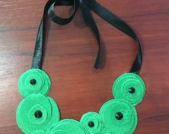 Bib necklace... Flower necklace... Felt...statement