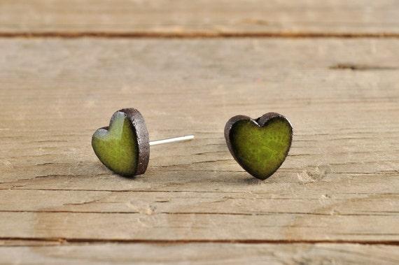 MINI glossy khaki heart shape stoneware stud earrings