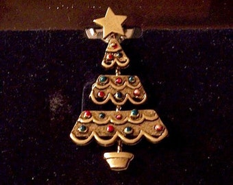 Tiered Christmas Tree Tac Pin Brooch Gold Vintage JJ Star Raised Round Beads Big Star Top Draped Ribs Round Spring Clasp
