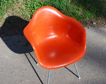 Early Very Vintage Eames Armshell Chair