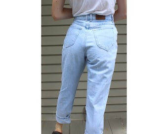 "size 29"" vintage highwaisted Lee mom jeans light wash"