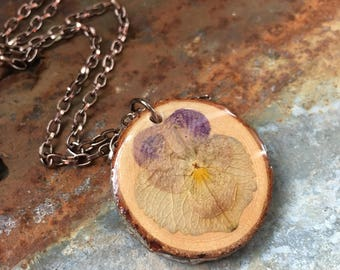 Pansie Flower Pendant, Wooden Jewelry, Wood Slice Necklace, Pressed Flowers, Natural Jewelry, Resin Pendant, Rustic Jewellery, Boho Pendant