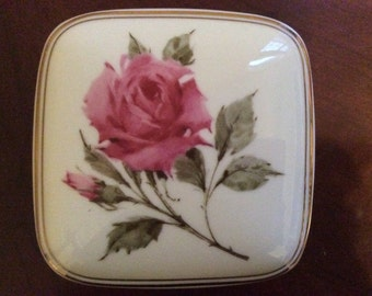 "Pretty Musical ""Happy Holidays"" Trinket Box with a Rose on the Lid, Avon."