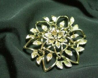 Vintage Sara Coventry flower brooch