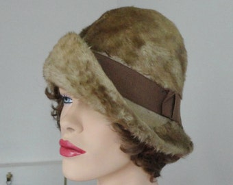 Beige 50s Fuzzy Vintage Hat With Brown Hat Band // Carl // Size 56