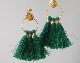 Earrings clips, dark and green gold with charms, customizable and silky yarn tassels.