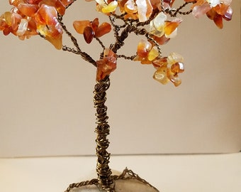 Agate and Wire Tree on rock base