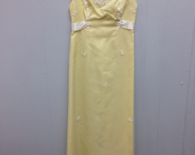 1960s Pale Yellow,High Neck, Lace, Sleevless Gown with Bow