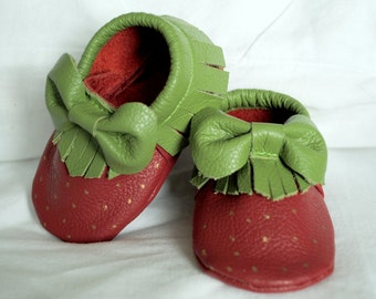 Strawberry moccasins with bows and fringe leather bow baby moccasin toddler infant mocs soft-soled moccs shoe handmade Strawberry Shortcake