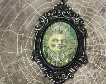 Vintage Moon on Baroque setting