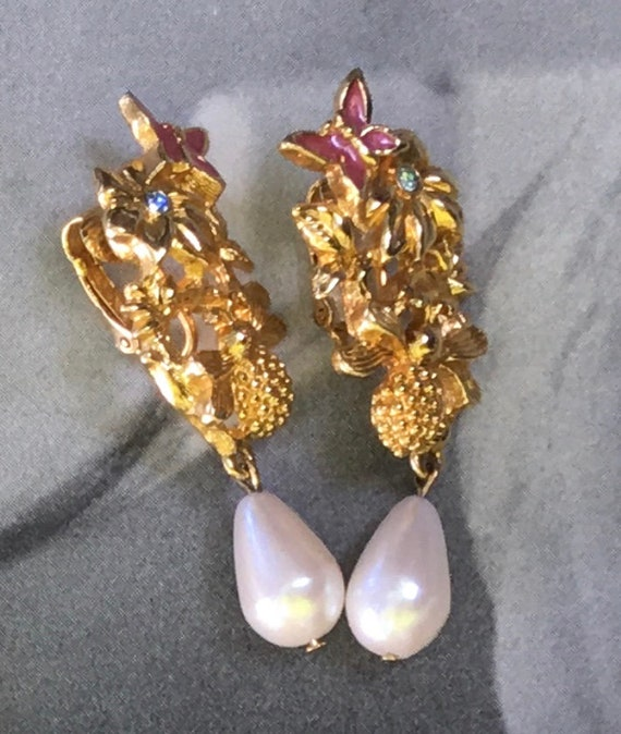 Adorable Charming Vintage Signed AVON Honey Bee Butterfly Flower Enamel  Pearl Goldtone Earrings